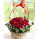 Sepet içinde güller
