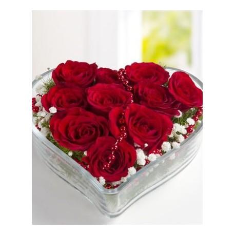 Kalp cam vazoda 11 kırmızı gül