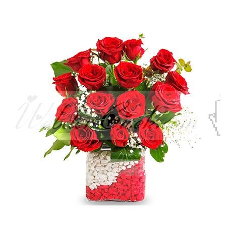 Kare Vazo 15 Kırmızı Gül